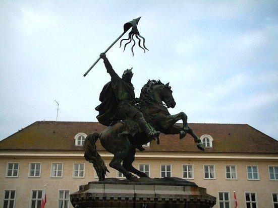 Falaise William statue