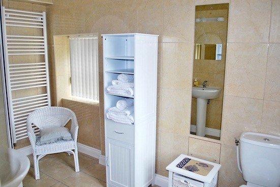 Ensuite to ground floor bedroom Cor de la Briere